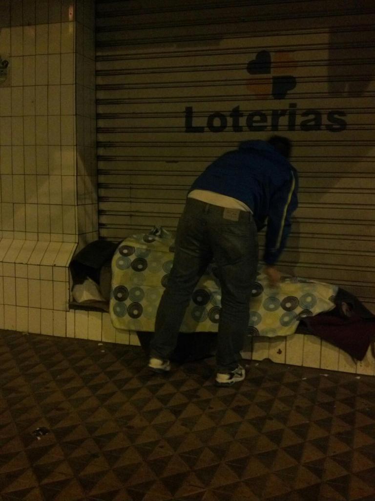 Quando compram um cobertor pra esquentar um morador de rua 3
