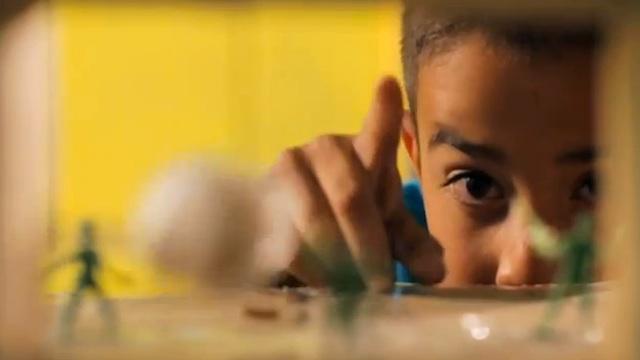 Menino de 9 anos constrói um fliperama inteiro feito de papelão 6