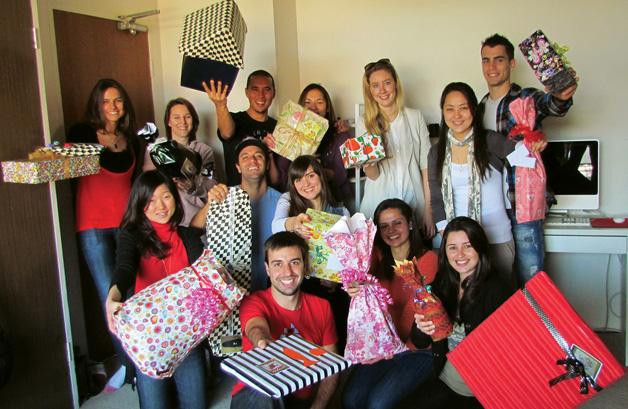Brasileiro cria projeto do bem dando 30 presentes para 30 desconhecidos 4